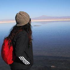Contemplando o deserto de sal no Atacama Chile.  Minha primeira vez aqui e me apaixonei por esse país. Viagens para recordar. Um lugar pra voltar. #sanpedrodeatacama #atacama #desert #nature #chile #mercosul #americadosul #sudamerica #viagem #férias #trip #travel #ootd #photooftheday #memories #salar