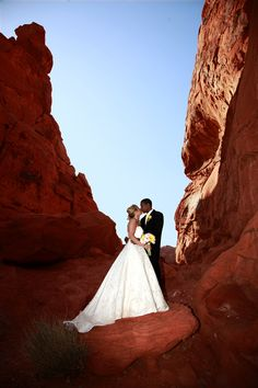Wedding at Valley of Fire. this is what i want.