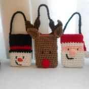 Crochet Christmas Gift Card Holders - via @Craftsy