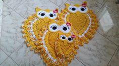 jogo de banheiro de crochê coruja charmosa feito com produtos de qualidades, com perfeito acabamento, tapete medindo 70cm de comprimento e 57 de largura.  4 peças 2 tapetes 1papel higiênico 1 tampa de vaso
