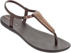 Official Ipanema Website jelly shoes end sandals. Check all styles and buy online. Bronze Shoes, Metallic Shoes, High Heels Outfit, Sandals Outfit, Women's Sandals, Beach Sandals, Gladiator Sandals, Flats, Orange Sandals