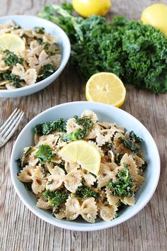 Pasta with goat cheese, lemon, and kale. This fresh and simple pasta dish takes less than 30 minutes to make and is perfect for lunch or dinner. Kale Recipes, Pasta Recipes, Whole Food Recipes, Vegetarian Recipes, Dinner Recipes, Cooking Recipes, Healthy Recipes, Risotto, Lemon Pasta