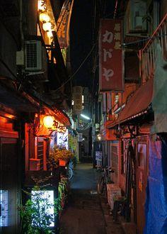 Koenji, Tokyo. 高円寺 At night. Photo by UENO Takeshi 上野タケシ #Tokyo #Japan #alley http://yorusannpo.blog.jp/archives/1062742013.html