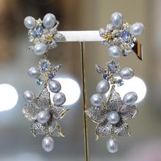 @goldesignbrazilianjewellery. This astonishing earring represents the charming surprises from