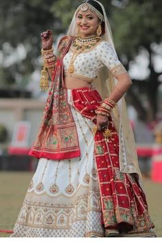 Indian Bridal Outfits, Indian Bridal Fashion, Indian Fashion Dresses, Indian Bridal Wear, Dress Indian Style, Indian Designer Outfits, Pakistani Outfits, Indian Wear, Designer Bridal Lehenga