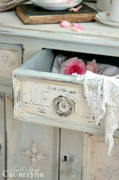 Adding That Perfect Gray Shabby Chic Furniture To Complete Your Interior Look from Shabby Chic Home interiors. Shabby Chic Vintage, Style Shabby Chic, Shabby Chic Kitchen, Shabby Chic Decor, Chabby Chic, Boho Chic, Bohemian, Shabby Chic Bedrooms, Shabby Chic Homes