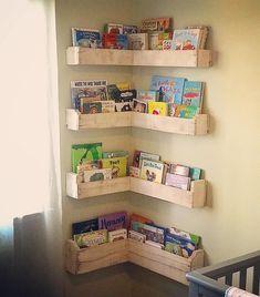 repurposed corner bookshelf made with pallets wood
