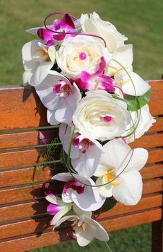 bouquet mariage a r compos roses fushia roses blanche orchid es fushia motif en rotin avec. Black Bedroom Furniture Sets. Home Design Ideas