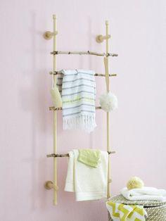 So wird die alte Gardinenstange zum schicken Badezimmer-Wandregal! ZUM DIY-TIPP >>>