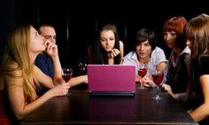 Lahjavalvojaiset verkossa – suomalaiset kertovat, miksi shoppailevat netissä yöllä