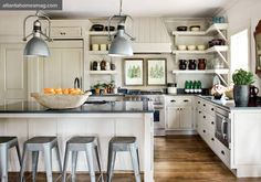 Creating it farmhouse designs is a great decision! Obtain our best ideas for creating a sophisticated, rustic, small, and modern farmhouse kitchen decor. Kitchen And Bath, New Kitchen, Kitchen Dining, Kitchen Decor, Shaker Kitchen, Kitchen Layout, Kitchen Ideas, Kitchen Island, Kitchen Corner