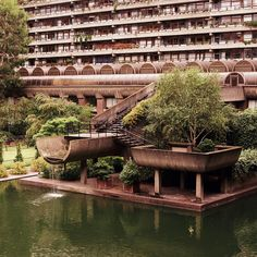 A friendly place to discover and appreciate brutalist buildings and architecture. Share photos, read articles, and discuss. London Architecture, Landscape Architecture, Interior Architecture, Brutalist Buildings, Barbican, Environment Concept Art, Googie, Building Design, Decoration