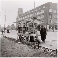 Flower vendor at the Scheldestraat in Amsterdam-Zuid. In the background a store of the grocery store chain De Gruyter. Amsterdam, Beautiful Places In The World, Old Pictures, 17th Century, Holland, Dutch, Scenery, Old Things, Asd