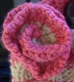How to knit a flower. Really simple. Great for beginner. Just takes a really long time. Totally worth it in the end.