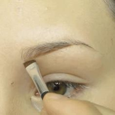 17 Genius Tricks For Getting The Best Damn Eyebrows Of Your Life ausformung bemalung maquillaje makeup shaping maquillage How To Trim Eyebrows, Filling In Eyebrows, Thin Eyebrows, Permanent Eyebrows, Perfect Eyebrows, Shape Eyebrows, Eyebrow Makeup, Vestidos, Brows