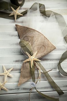 Beach wedding favor - bomboniere burlap with starfish