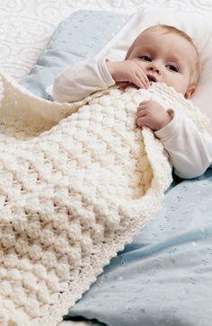 Hold din baby varm i køligt vejr med et hæklet barnevognstæppe.