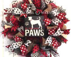 New Diy Christmas Wreath Burlap Deco Mesh 40 Ideas Dog Wreath, Wreath Burlap, Wreath Crafts, Wreath Ideas, Christmas Tree Themes, Christmas Tree Toppers, Christmas Wreaths, Christmas Crafts, Mesh Ribbon Wreaths
