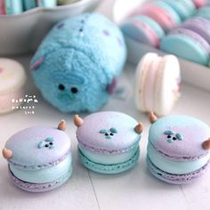 Image by Delicous macarons/sweets Disney Desserts, Disney Food, Fun Desserts, Delicious Desserts, Dessert Recipes, Yummy Food, Comida Disney, Cute Baking, Macaron Cookies