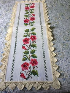 1 million+ Stunning Free Images to Use Anywhere Bed Sheet Painting Design, Hand Embroidery Flower Designs, Free To Use Images, Crochet Table Runner, Cross Stitch Flowers, Chrochet, Paint Designs, Cross Stitch Designs, Hobbies And Crafts