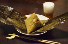 【ちまき】はっぱに包まれたうれしい三角は、台湾の方からおすそわけでいただいた手作りちまき。お豆やお肉、玉子や栗まで入ったボリュームたっぷりの肴となりました。久しぶりに食べたもち米の感触、娘もよろこんで手づかみでパクパクと口に入れていました。