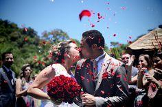 Chuva de pétalas para abençoar o casamento de Dani & Mike. --- Petals raining to bless Dani & Mike's wedding.