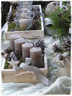 Wonderful idea to create a creative christmas wreath /// Tolle Idee für einen a Recycled Christmas Decorations, Christmas Centerpieces, Xmas Decorations, Christmas Crafts, Christmas Candles, Advent Candles, Noel Christmas, Country Christmas, Winter Christmas
