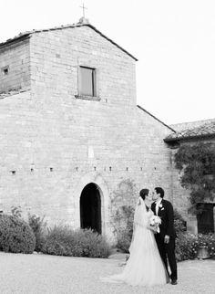 Intimate destination wedding in Tuscany: http://www.stylemepretty.com/2014/08/04/intimate-destination-wedding-in-tuscany/   Photography: http://www.marisaholmesblog.com/