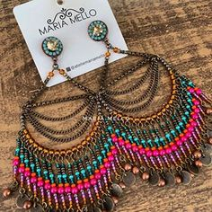 На данном изображении может находиться: 1 человек, ювелирные изделия Gold Jhumka Earrings, Indian Jewelry Earrings, Bead Earrings, Leather Earrings, Fashion Earrings, Beaded Jewelry, Handmade Jewelry, Boho Jewelry, Jewelry Crafts