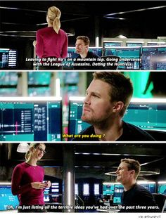 Arrow - Oliver & Felicity husband and wife Arrow Oliver And Felicity, Felicity Smoak, Dc Tv Shows, The Cw Shows, Arrow Cw, Team Arrow, Supergirl Dc, Supergirl And Flash, The Flash