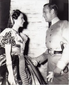 Leslie Howard (Ashley Wilkes) and Alicia Rhett (India Wilkes) - On the set of Gone With The Wind (1939)