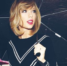 Bob hairstyles are in trends lately and women sport many different bob styles. Here in this post you will find the images of 20 Must-See Bob Haircuts that can. All About Taylor Swift, Taylor Swift Style, Taylor Alison Swift, Taylor Swift Short Hair, Taylor Taylor, Short Hair With Bangs, Hairstyles With Bangs, Short Hair Styles, Hair Bangs