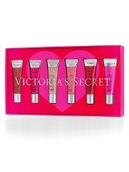 Victoria Secret Skiny Kiss Lip Gloss Gift Set by Victoria's Secret. $39.00. Shine. Sparkle. Steal the spotlight. Give your lips a sheer kiss of delicious color and shine for the sexiest pout with Shiny Kiss Flavored Gloss, from our Beauty Rush collection. It's a grab-and-go makeup essential. Gift set includes six luscious shades. A $42 value.  Includes Shiny Kiss Flavored Gloss in: Cherry Bomb Mocktail Hour Strawberry Fizz Love Berry Haute Cocoa Punchy 13 g/.46 oz each D...