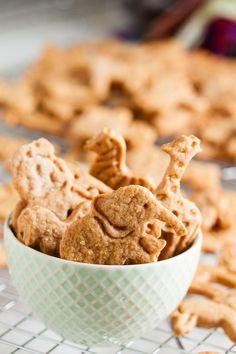 Cinnamon Animal Crackers – Both cinnamon and honey combine to give these soft, tender cinnamon animal crackers a flavour reminiscent of mini donuts or cinnamon buns.