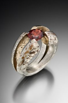 pink gold, palladium white blend and garnet Contemporary Jewellery, Modern Jewelry, Jewelry Art, Jewelry Rings, Jewelry Accessories, Fine Jewelry, Jewelry Design, Jewelry Making, Unique Jewelry