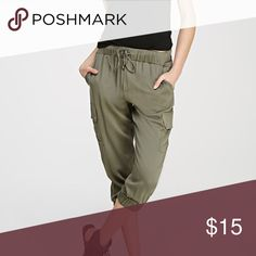 Forever 21 olive green Capri pants Gently used. In excellent condition. One of my faves Forever 21 Pants Capris