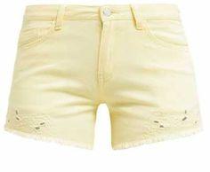 Shorts Vaqueros De Mujer ¿Existen prendas informales más originales y versátiles que los shorts vaqueros de mujer? Puede que sí, claro; lo innegable es q