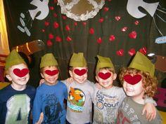 Προσχολική Παρεούλα : Καπελάκια για την 28η Οκτωβρίου !! 28th October, Ronald Mcdonald, Carnival, School, Face, Painting, Fictional Characters, Carnavals, Painting Art