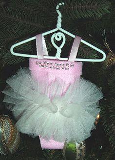 Tutu Ornament #DIY #craft #tutorial #crafts #howto #Christmas #tree #ornament #ornaments #tutu #ballet #dance #cute
