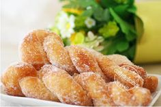 dailydelicious: Puffy Twist Donut: Easy treats for everyone! Sweet Breakfast, Breakfast Dishes, Breakfast Recipes, Dessert Recipes, Desserts, Cake Recipes, Twist Donut Recipe, Donut Recipes, Cooking Recipes