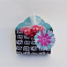Adorable treat boxes are always a fun project to make and give, especially when using Eileen Hull's Pocket Flower die! We love this quick and cute gift box by Tami Mayberry!