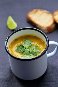 Soupe aux patates douces , carottes , courge et curry