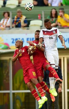FIFA World Cup 2014 - Alemania 2 Ghana 2 (6.21.2014) Germany's defender Jerome Boateng (R) vies with Ghana's midfielder Andre Ayew and Ghana's forward Kevin-Prince Boateng (C) during a Group G football match between Germany and Ghana at the Castelao Stadium in Fortaleza during the 2014 FIFA World Cup on June 21, 2014. JAVIER SORIANO / AFP/Getty Images