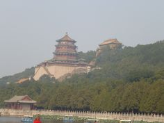 Getting closer to the Summer Palace.