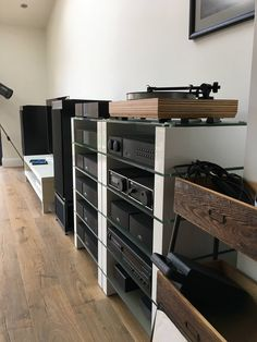 Lovely system and beautifully presented. High End Hifi, High End Audio, Audio Music, Hifi Audio, Audio Room, Speaker Design, Rack Design, Home Cinemas, Audio System