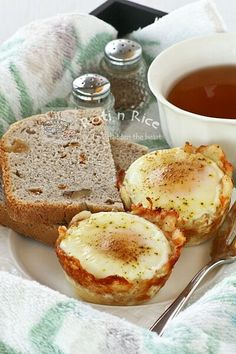 Baked Eggs in Shredded Cheese and Potato Cups - Roti n Rice.  For more tips and recipes: https://www.facebook.com/groups/AHealthyLife2013