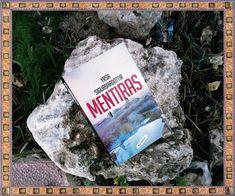 Una portada siempre merece una foto especial sólo para ella. De Anika Entre Libros. MENTIRAS, de Yrsa Sigurdardóttir. Si quieres saber más del libro, reseña en Anika Entre Libros: www.anikaentrelibros.com