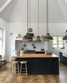 Another sneaky shot from yesterday's shoot... what a totally fabulous kitchen. #deVOLKitchens