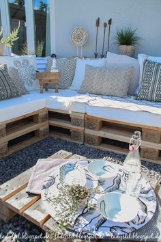 After 5 years it is finally here - the pallet lounge - lady--Nach 5 Jahren steht sie endlich – die Palettenlounge – lady-stil.de Build your own pallet lounge, decorating ideas for the terrace and garden, seat cushions made from Ikea baby mattresses - Pallet Garden Furniture, Balcony Furniture, Pallets Garden, Outdoor Furniture Sets, Outdoor Decor, Outdoor Pallet, Modern Furniture, Rustic Furniture, Antique Furniture