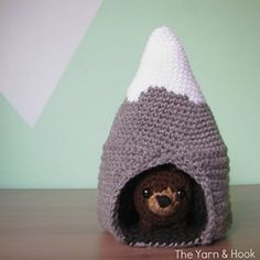 Toys Patterns amigurumi ravelry [Free Pattern] This Beary Cute Mountain Play Set Makes A Unique Gift For Kids - Knit And Crochet Daily Crochet Gratis, Crochet Diy, Crochet Bear, Crochet Dolls, Crochet Animals, Crochet Toys Patterns, Amigurumi Patterns, Stuffed Toys Patterns, Knitting For Kids